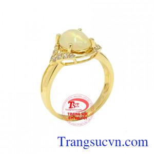 Nhẫn Nữ Opal May Mắn được đính đá Opal đặc biệt với kiểu dáng thời trang, sang trọng