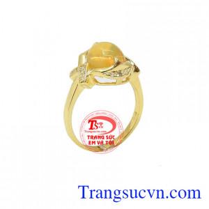 Nhẫn Nữ Opal sang trọng đem lại nhiều may mắn , sức khỏe và hạnh phúc cho người đeo