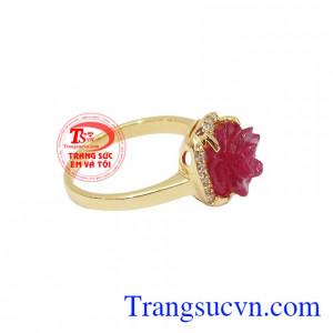 Nhẫn nữ Ruby Hoa Hồng được chế tác từ vàng 18k, chất lượng uy tín, giao hàng nhanh trên toàn quốc