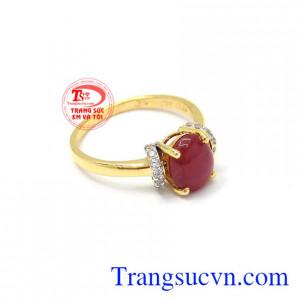 Đá ruby mang lại may mắn về phong thủy và sức khỏe cho người sử dụng. Nhẫn nữ vàng 14k Ruby