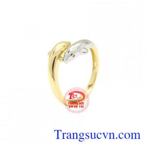 Nhẫn nữ vàng cá heo Korea được thiết kế độc đáo, dễ thương.