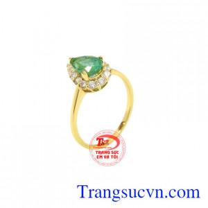 Nhẫn vàng Emerald thiên nhiên là sản phẩm hiện đang được ưu chuộng.
