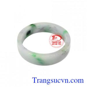 Vòng tay cẩm thạch đại lợi là sản phẩm được chế tác từ ngọc cẩm thạch thiên nhiên, chất lượng cao.