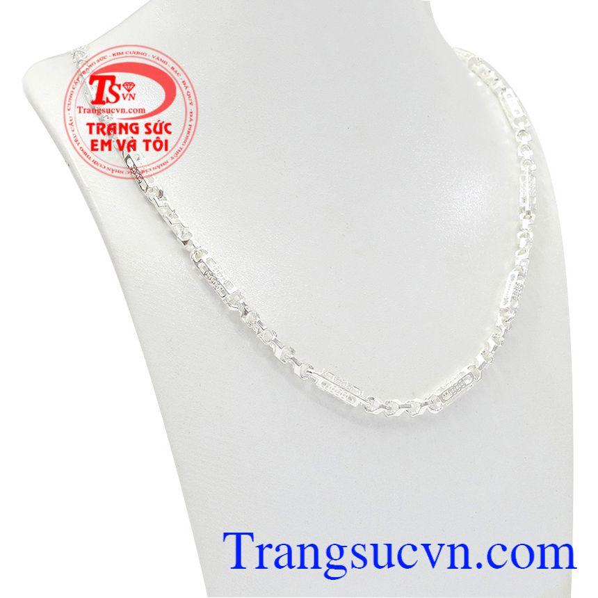 Dây chuyền bạc nam tài lộc được thiết kế với chi tiết hình kim tiền thể hiện cho sự giàu có và thịnh vượng.