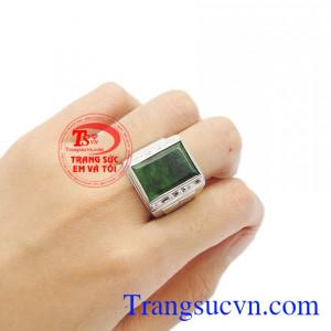 Nhẫn ngọc cẩm thạch dễ dàng kết hợp với các trang phục. Nhẫn nam ngọc cẩm thạch phong cách.