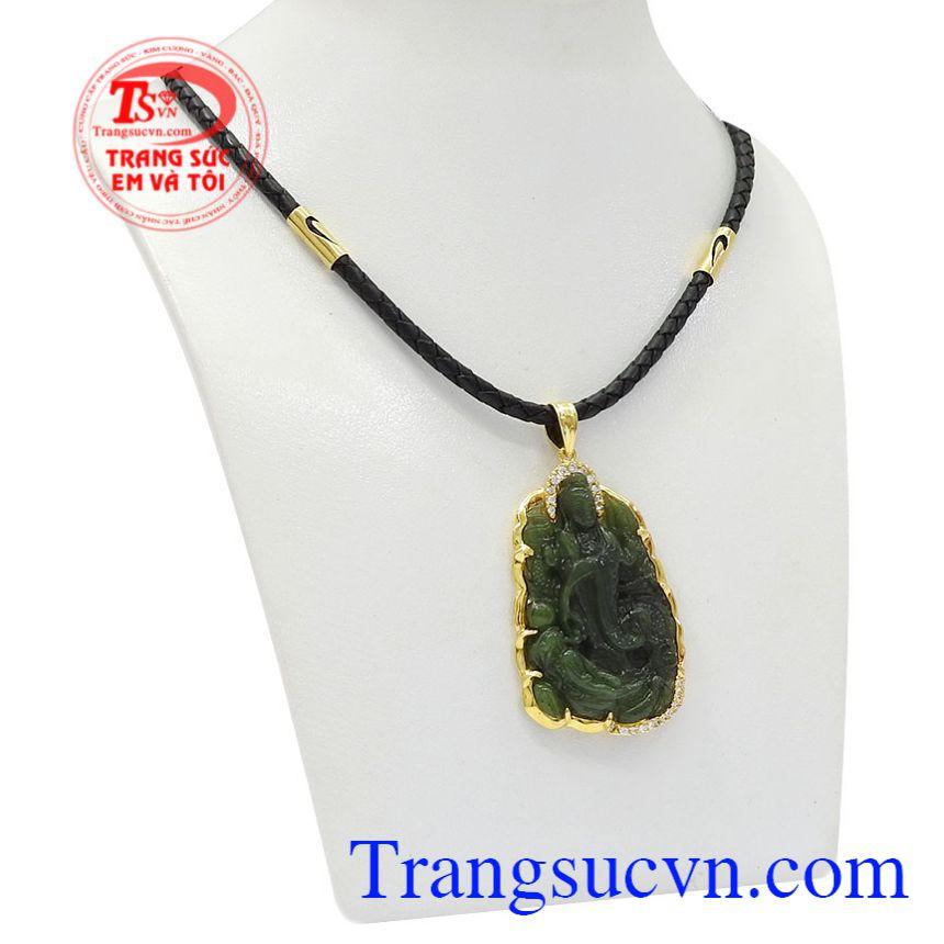 Bộ mặt dây quan âm Nephrite được chế tác tinh xảo từ đá Nephrite thiên nhiên chất lượng.