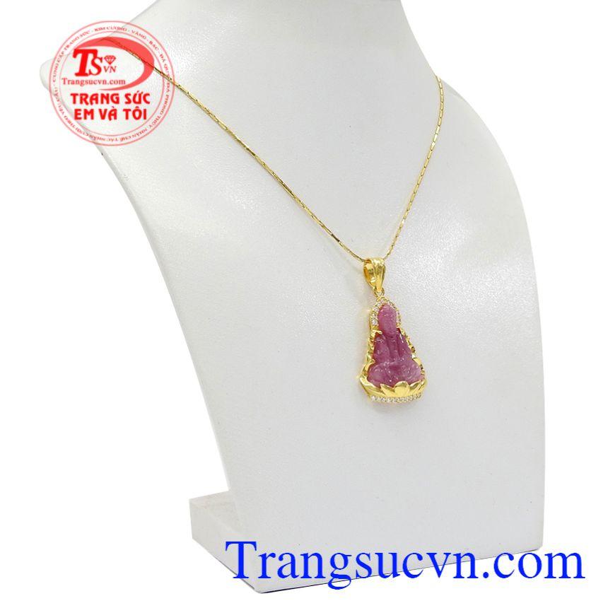 Bộ mặt dây quan âm ruby an lành vừa có thể làm đẹp trong phòng thủy còn đem lại may mắn, an lành cho gia chủ.