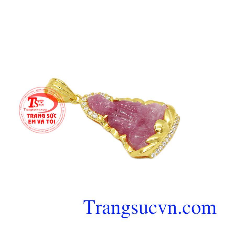 Mặt dây quan âm ruby an lành đem lại những may mắn, nhiều điều tốt lành cho gia chủ.