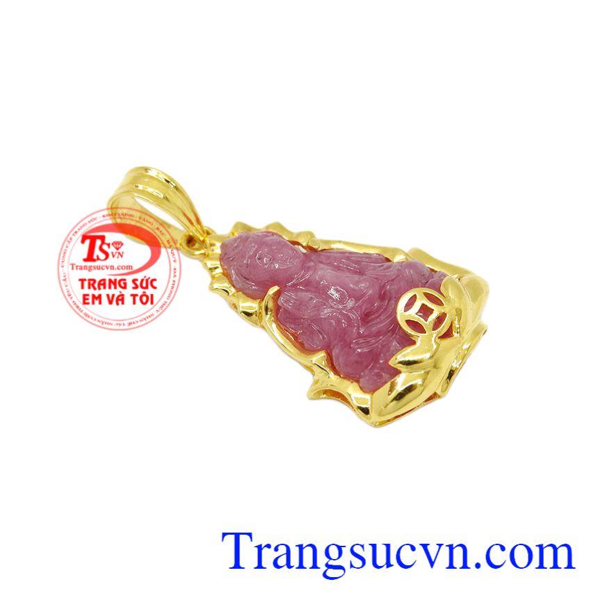 Đá ruby được biết đến là một loại đá tốt cho sức khỏe, giúp hỗ trợ cho tim mạch. Mặt dây quan âm ruby may mắn