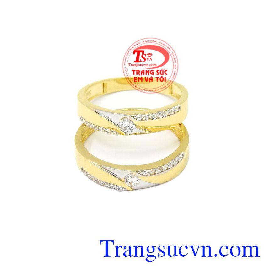 Nhẫn cưới vàng tình yêu lứa đôi bên nhau trọn đời.