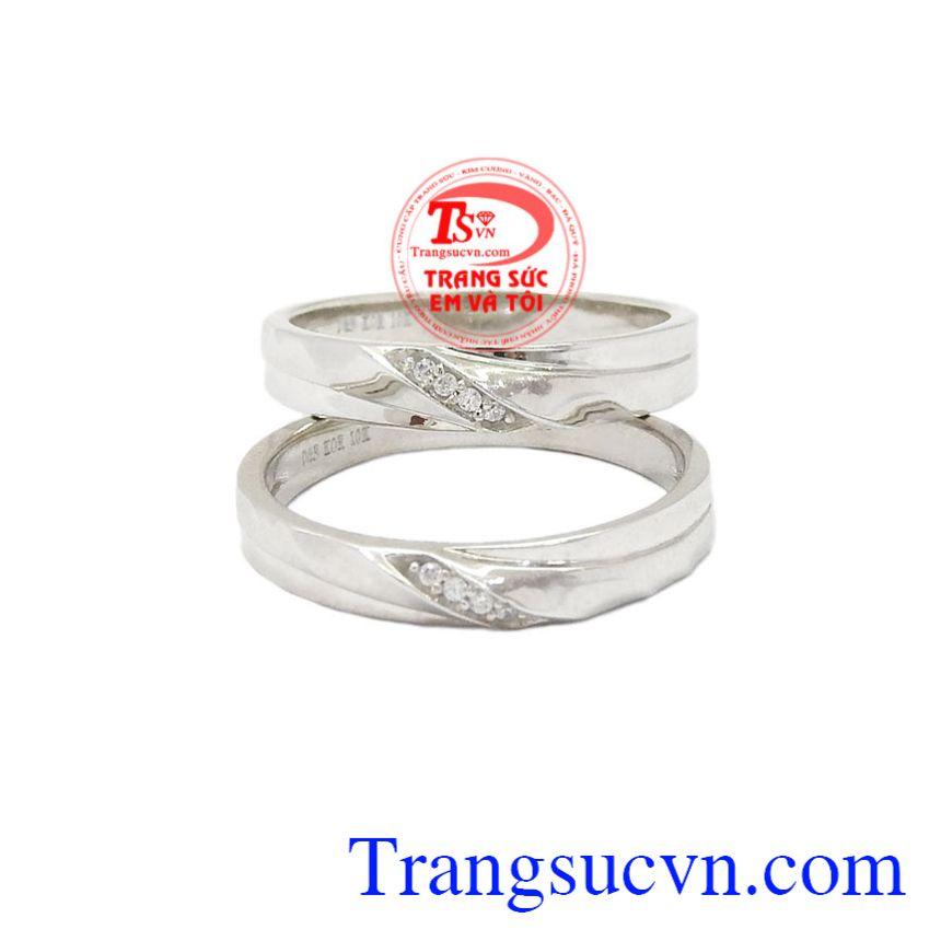 Nhẫn cưới vàng trắng tinh tế hợp thời trang.