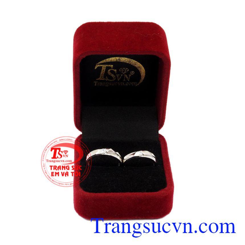 Nhẫn cưới vàng trắng xinh xắn