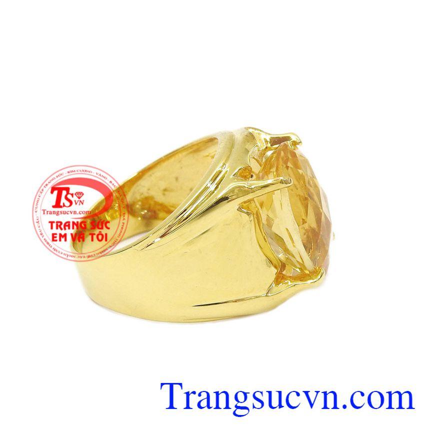 Thạch anh vàng thiên nhiên hợp phong thủy càng giúp người đeo gặp nhiều may mắn, thịnh vượng. Nhẫn nam thạch anh vàng đẹp