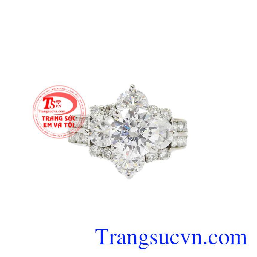 Nhẫn nữ vàng trắng kim cương đẹp mang đến đẳng cấp, quý phái cho người đeo.