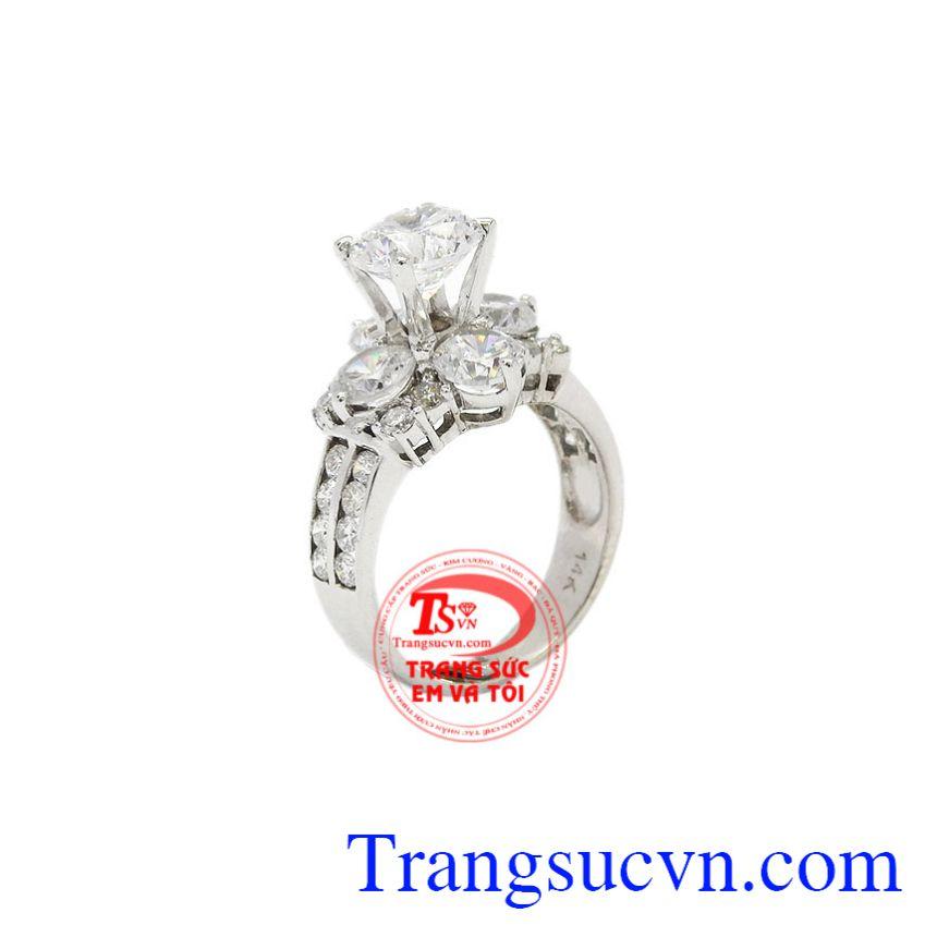 Nhẫn nữ vàng trắng kim cương đẹp