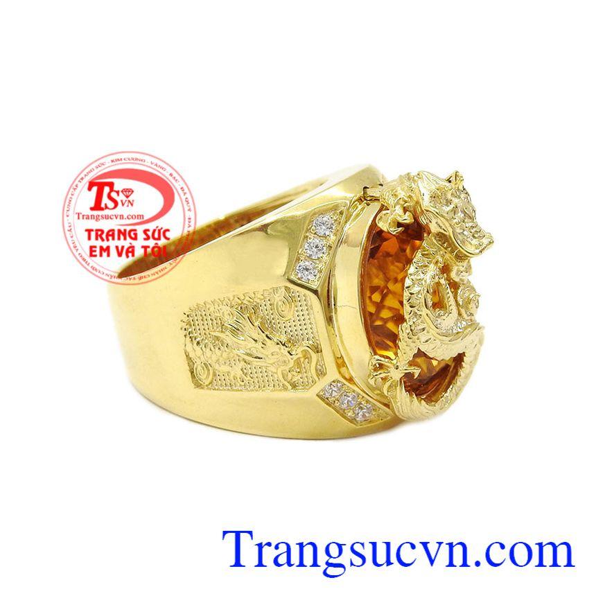 Sản phẩm được kết hợp vàng 18k và đá thạch anh vàng thiên nhiên. Nhẫn rồng thạch anh vàng đẳng cấp