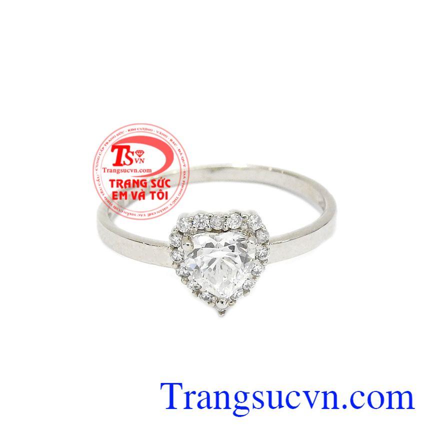 Nhẫn trái tim dễ thương vàng trắng chế tác từ vàng tây 10k bền đẹp, sáng bóng.