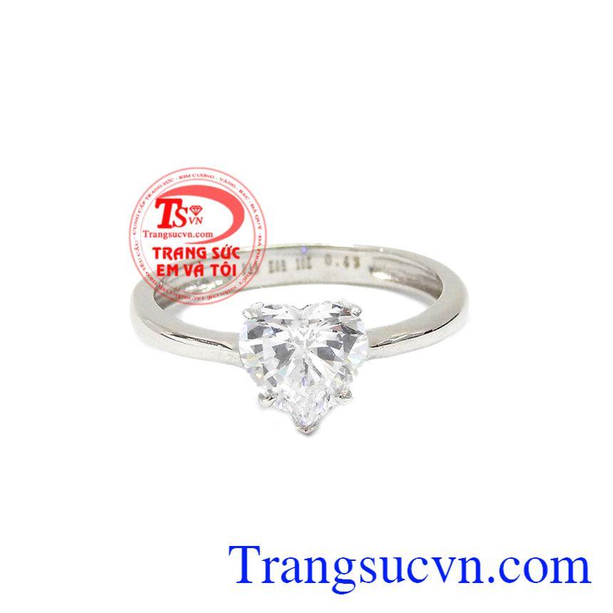 Nhẫn trái tim yêu thương được chế tác từ vàng trắng 10k bền đẹp.