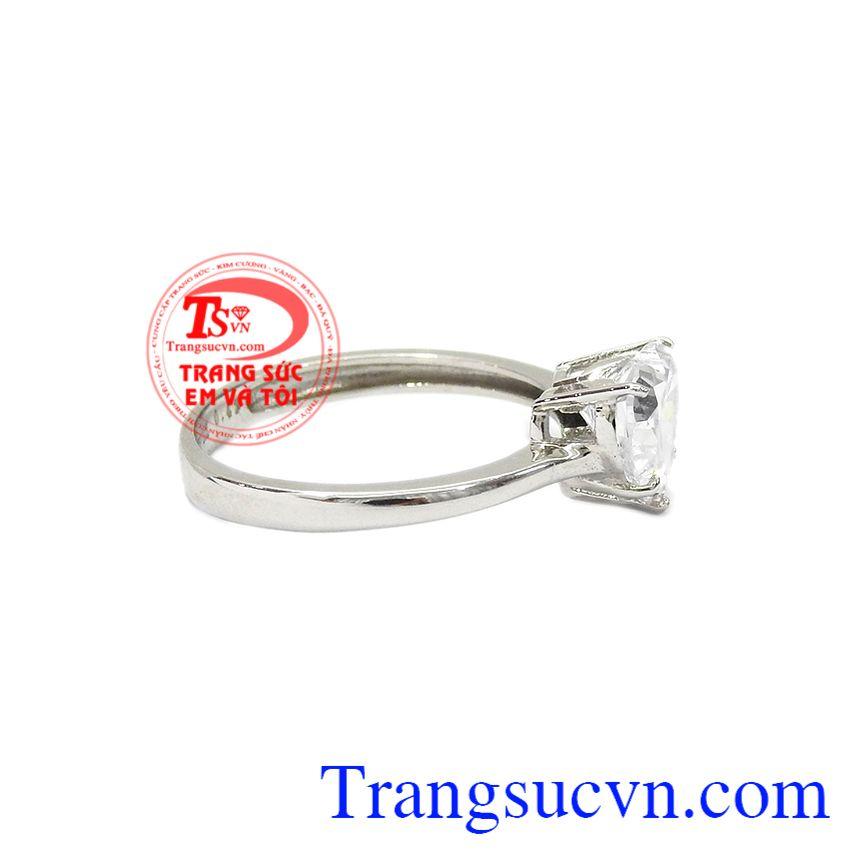 Kết hợp với đá cz hình trái tim giúp sản phẩm thêm nữ tính. Nhẫn trái tim yêu thương