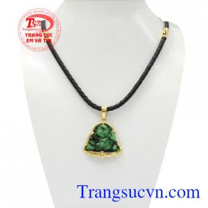 Bộ mặt dây Di Lặc Jadeite là sự kết hợp giữa mặt phật Di Lặc bọc vàng và dây da bọc vàng.