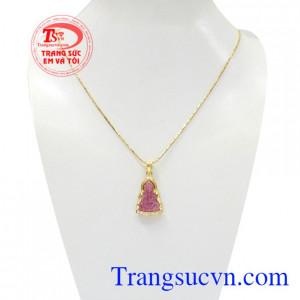 Bộ mặt dây quan âm ruby an yên được chế tác tinh xảo, màu sắc đẹp mắt.