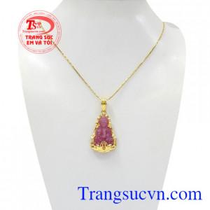 Bộ mặt dây ruby quan âm may mắn là sản phẩm được chế tác tinh tế, tinh xảo.