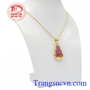Bộ mặt dây ruby quan âm may mắn tôn lên vẻ sang trọng, quý phái cho phái nữ.