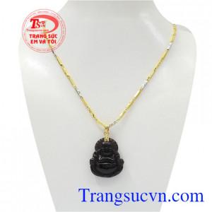 Bộ mặt dây vàng Di Lặc là sản phẩm hiện được nhiều người ưa chuộng đem lại nhiều may mắn cho người đeo.