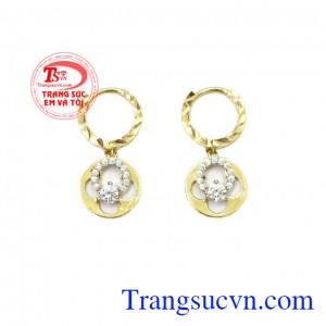 Hoa tai nữ vàng tinh tế là sản phẩm được nhập khẩu hoàn toàn từ Hàn Quốc,Hoa tai nữ vàng tinh tế