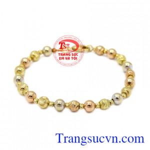 Lắc tay nữ hiện đại là sản phẩm được nhập khẩu từ Italy, được chế tác từ vàng 18k chất lượng.