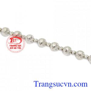 Lắc tay nữ vàng trắng cá tính là món trang sức mà được nhiều người ưu chuộng.