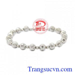 Lắc tay nữ vàng trắng cá tính là sản phẩm được nhập khẩu từ Italy, được chế tác bắt mắt, chất lượng.