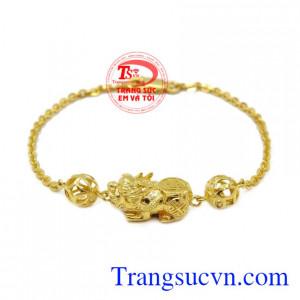 Lắc tay nữ vàng tỳ hưu là sản phẩm mang lại may mắn về phong thủy cho người đeo.