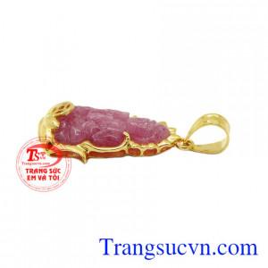 Mặt dây quan âm ruby may mắn vừ có tác dụng làm đẹp vừa có tác dụng đem lại may mắn trong phong thủy.