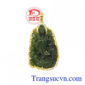 Mặt quan âm Nephrite đẹp là sản phẩm được chạm khắc tinh xảo, sắc nét.