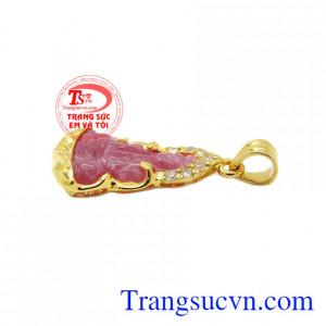 Mặt quan âm ruby bọc vàng có giấy kiểm định uy tín.