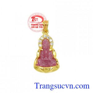 Mặt quan âm ruby bọc vàng là sản phẩm được chế tác tinh xảo từ vàng 14k, nhỏ xinh.