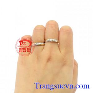Nhẫn cưới Forever hạnh phúc giao hàng trên toàn quốc.