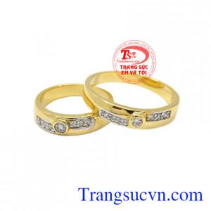 Nhẫn cưới hạnh phúc mãi mãi là sự gắn kết giữa hai con người với nhau, mang đến hạnh phúc bền chặt mãi mãi