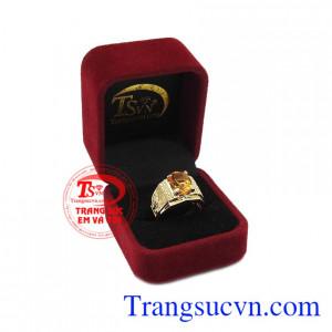 Thạch anh vàng mang đến sự thịnh vượng và may mắn. Nhẫn nam thạch anh vàng hoài bão.