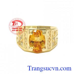 Nhẫn nam thạch anh vàng hoài bão được kết hợp giữa vàng tây 14k và thạch anh vàng thiên nhiên.