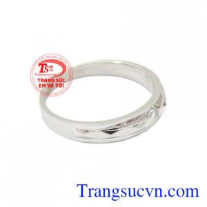 Nhẫn nữ vàng trắng chất lượng là món quà tinh tế dành cho người thương của mình.