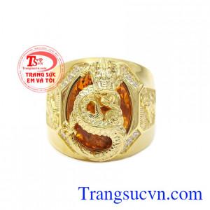 Nhẫn rồng thạch anh vàng đẳng cấp được thiết kế mang phong cách độc đáo, sang trọng và đầy cá tính.