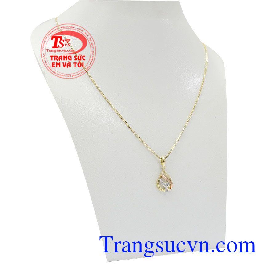 Bộ mặt dây với kiểu dáng hình giọt nước đơn giản nhưng vẫn không hề kém phần nổi bật cho người sử dụng,Bộ dây vàng nữ dịu dàng