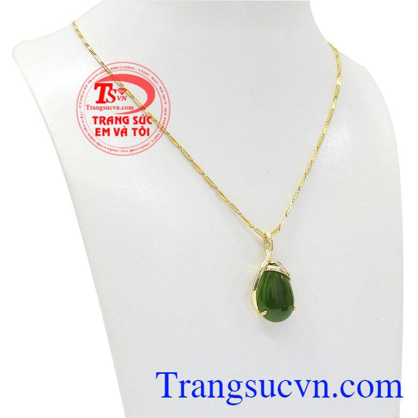 Bộ trang sức nepherite thiên nhiên sang trọng được kết hợp hài hòa giữa vàng tây cùng ngọc nephrite.