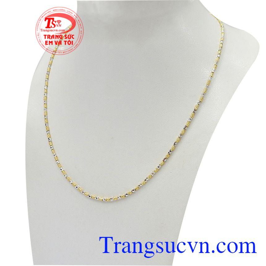 Dây chuyền nữ vàng tây phong cách với thiết kế nhỏ gọn, tinh xảo nên phù hợp với nhiều phong cách thời trang và lứa tuổi khác nhau