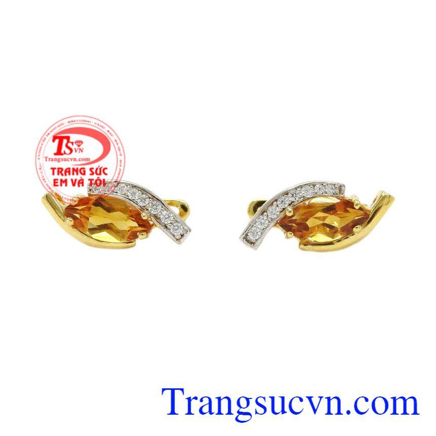 Hoa tai nữ thạch anh vàng đẹp có thể kết hợp với nhiều kiểu trang phục.