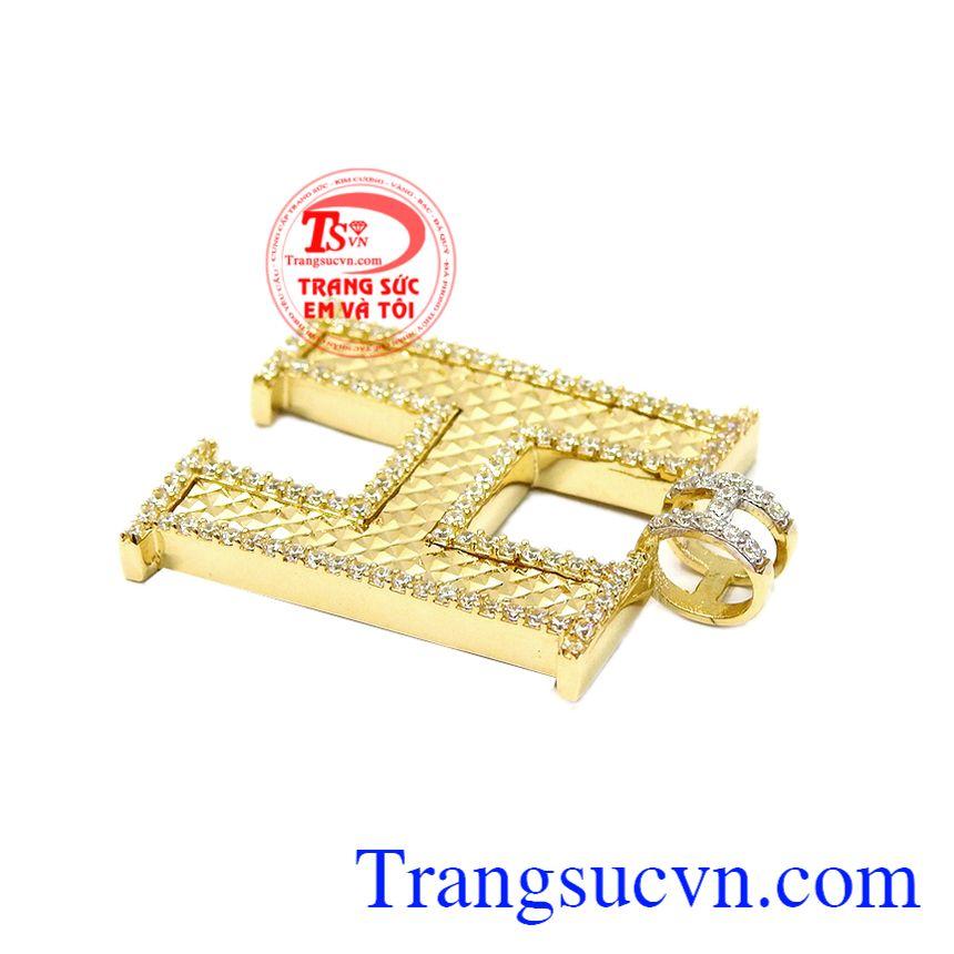 Sự kết hợp hài hòa giữa đá cz và vàng tây 10k tạo điểm nhấn cho sản phẩm. Mặt dây chữ H thời trang