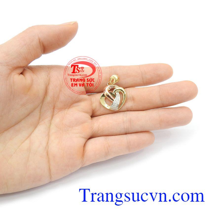 Mặt dây nữ trái tim tinh tế 18k với thiết kế mới lạ, trang nhã, là dòng sản phẩm rất được phái đẹp ưa chuộng