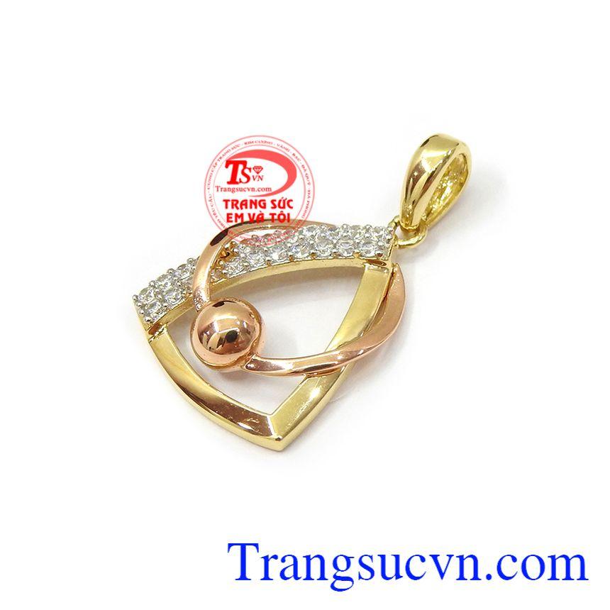 Mặt dây vàng 18k còn là món quà tặng tuyệt vời cho người yêu thương vào những dịp ý nghĩa Mặt dây vàng tây quý phái 18k